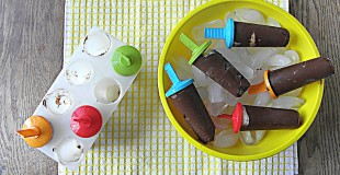 Frozen Dairy Free Chocolate Pudding Popsicles: No Sugar Added