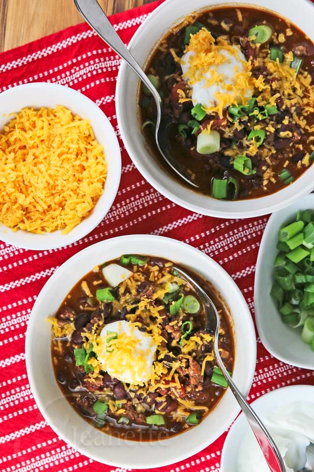 Chili-in-Bowls-with-FIxings