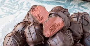 Sugar-Free Red Velvet Cheesecake Truffles